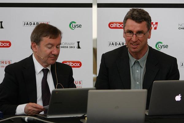Los comentaristas, Dirk Jan ten Geuzedam y el GM Simen Agdestein
