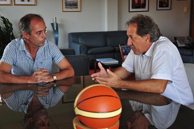 Mario Petrucci (derecha), junto al Sr.Morresi, Secretario de Deportes de la Nación