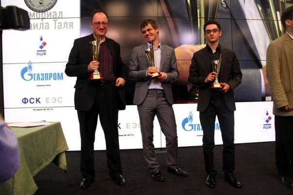 El podio del Memorial Tal 2013: Gelfand, Carlsen, Caruana