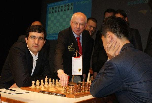 Kramnik vs Wang Hao en la ronda inaugural de Dortmund 2013