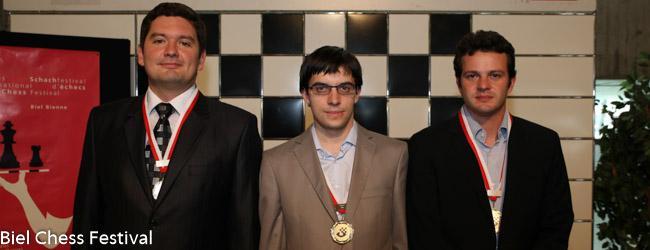 Podio del Torneo de Grandes Maestros: 1)Vachier Lagrave (centro), 2) Moiseenko (izq) 3) Bacrot (der)