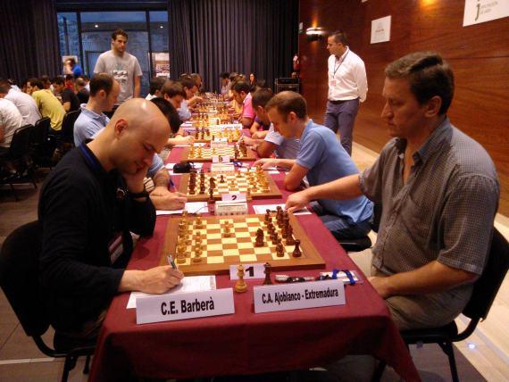 Marc Narciso vs Oleg Korneev, 1er tablero en la final de 1ra división.