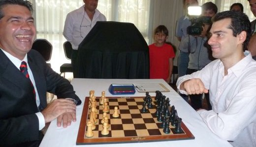 El Gobernador de la Pcia.de Chaco, Jorge Capinatich, junto al GM Fernando Peralta