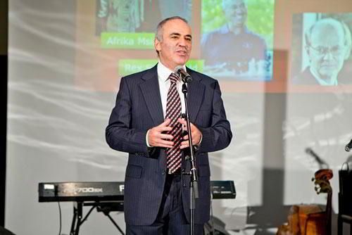 Kasparov, candidato a Presidente de la FIDE