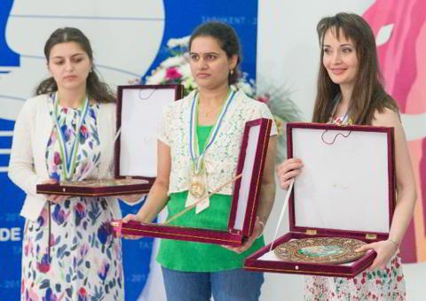 Khotenashvili (subcameona), Humpy (campeona) y Lagno (tercera)