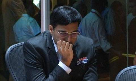 Vishy Anand, en la 2da partida del match contra Carlsen, 2013