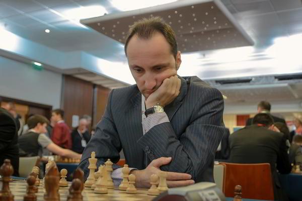 Veselin Topalov empató con Levon Aronian en la 1ra ronda