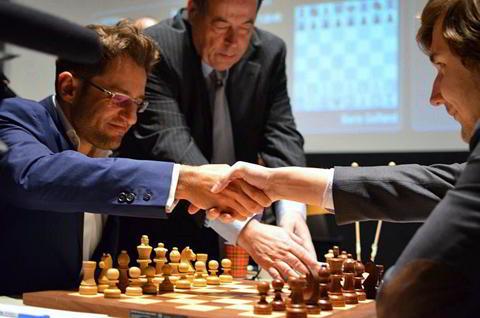 Aronian vs Karjakin: Victoria clave para el armenio