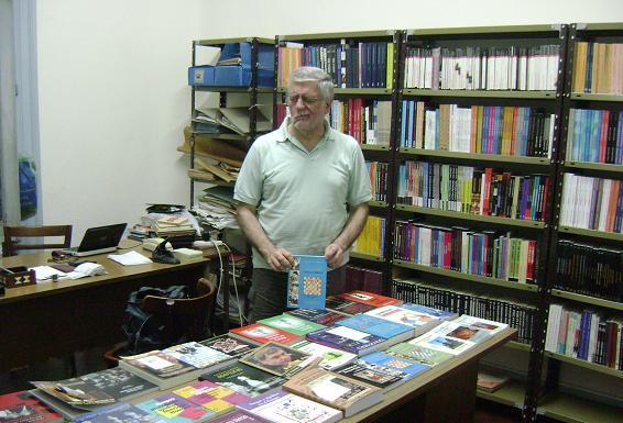 Juan Sebastián Morgado en la librería de ajedrez