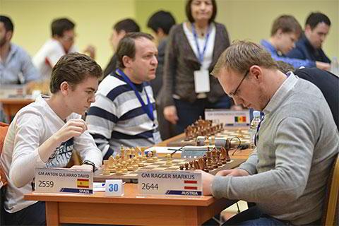 David Anton Guijarro (19 años, 2559) de España, derrotó al austriaco Markus Ragger (2644) en la ronda 7 y tiene 5.0/7 y un rendimiento de 2708