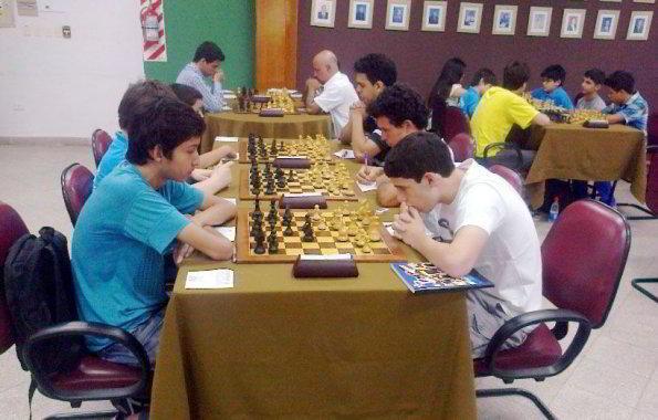 el-ajedrez-fue-incluido-en-el-curriculum-de-la-educacion-paraguaya-_595_380_1034073