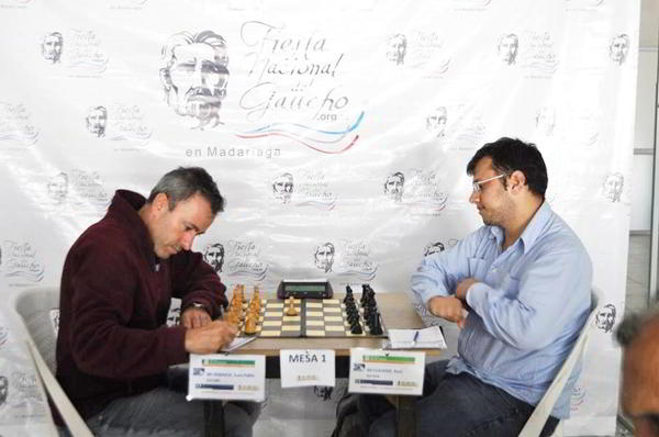 Juan Pablo Hobaica vs Raul Claverie - Foto:; http://www.diario-elmensajero.com.ar