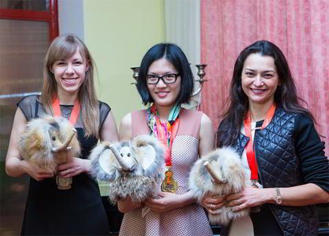 Las tres primeras: Olga Girya, Hou Yifan y Alexandra Kosteniuk