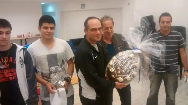 El MF Ernesto Fulgenzi y el huevo de chocolate de 5 kg