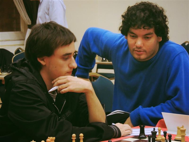 Krysa analizando con Mareco (foto: Chess-Results.com)
