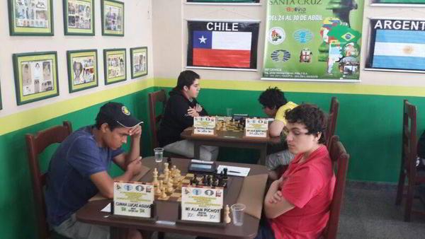 Alan Pichot /frente, a la derecha), finalizó 3ro. Detrás (izq), Cristobal Henriquez (1ro)