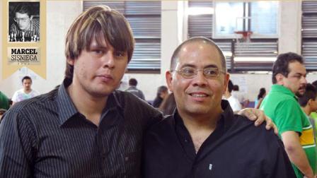 El GM Juan Carlos González (der.) con el GM Emilio Cordova, primero y segundo