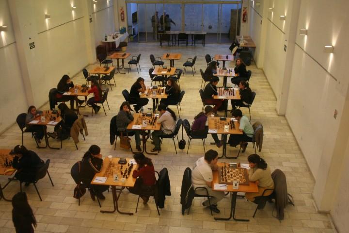 Panorámica de la sala de juego en Villa Martelli