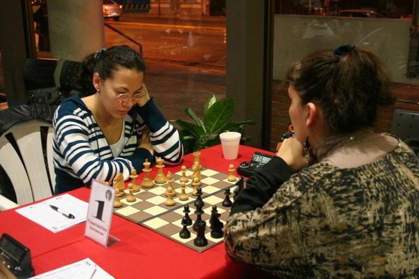 Marisa Zuriel cayó ante Claudia Amura, que ahora lidera la clasificación.