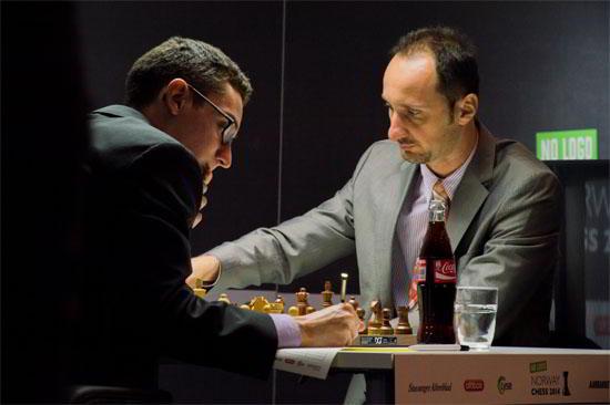 Caruana no pudo doblegar la tenaz resistencia de un recuperado Topalov