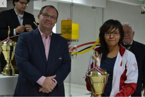 Ann Chumpitaz con el presidente del COP (foto:ABC Color)