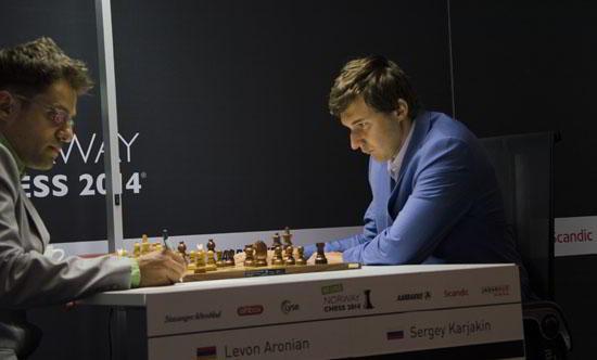 Aronian logró una importante victoria ante Karjakin