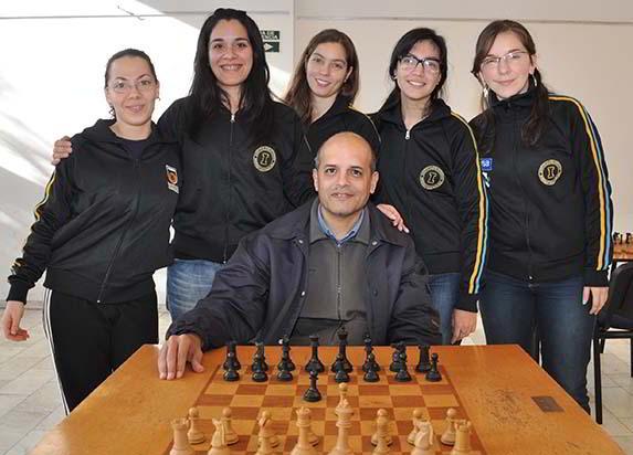 Los planteles de Obras junto al coach, Mario Tejera