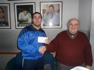 Kevin Paveto, ganador del torneo, junto a Juan Angel Mas
