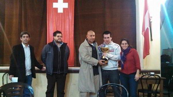 El MI German Della Morte recibiendo la copa del 1er puesto