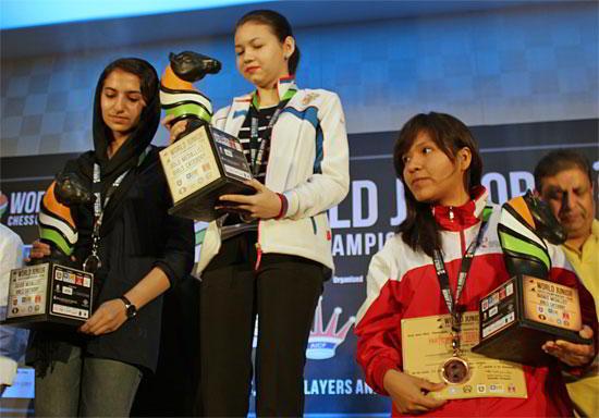 Sarasadat Khadelmalsharieh, plata; Aleksandra Goryachkina, oro; Ann Chumpitaz, bronce