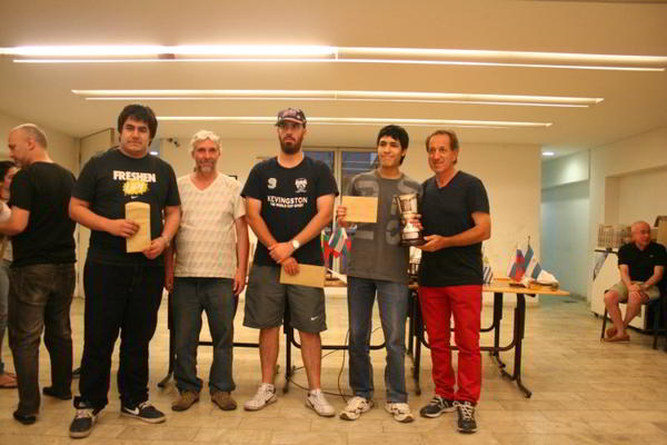 Noe Sotelo junto al Ing.Mario Petrucci, Maximiliano Uelf (centro) y Marcelo Villalba (izq), el podio del certamen sub 2250
