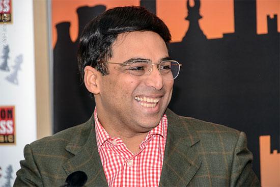 """Vishy Anand, feliz tras ganar el """"super-seis"""" en Londres"""
