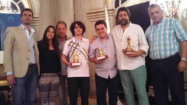 El podio del torneo B: Blas Pingas (der),Gabriel Mazziotti (izq) y Rodrigo Gabancho (centro)
