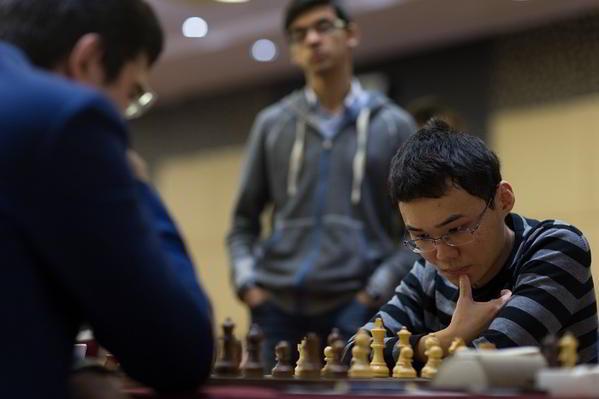 Yu Yangyi - Kramnik:, observados por Anish Giri