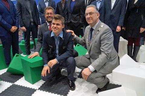 Magnus Carlsen y Ahmed Aboutaleb (Alcalde de Rotterdam)