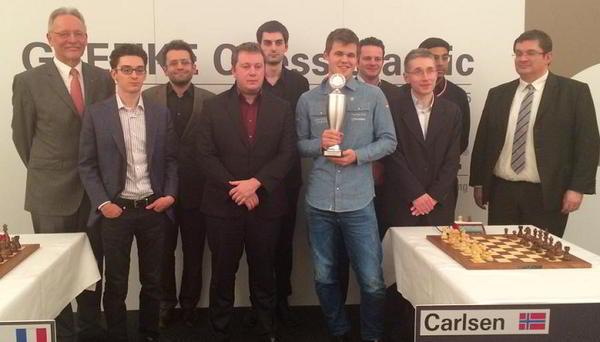 Carlsen y Naiditsch engrandecieron el título de campeón. |Foto: Georgios Souleidis, twitter Grenke