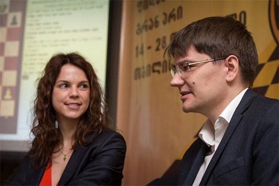 Anastasia Karlovich entrevista al ganador del torneo, Evgeny Tomashevsky