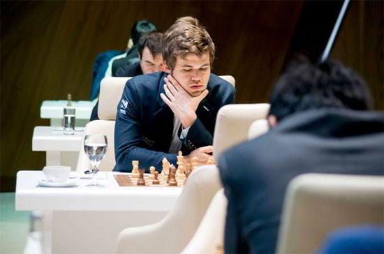 Magnus Carlsen jugó como una máquina