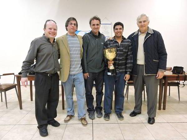 Maximiliano Perez ganador del torneo, junto a autoridades y el intendente de Gral.San Martín, Gabriel Katopodis (al centro)
