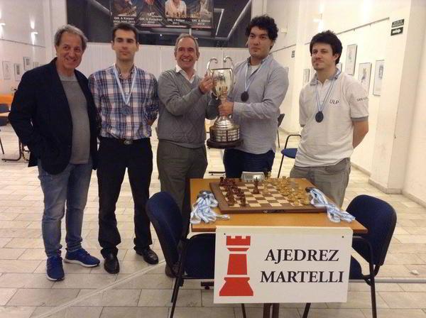 Sandro Mareco (Campeón) junto a Fernando Peralta (izq) y Diego Flores (der)