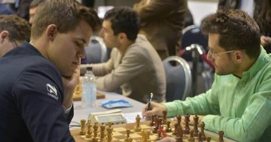 Reikiavik R3: Aronian gana con negras a Carlsen