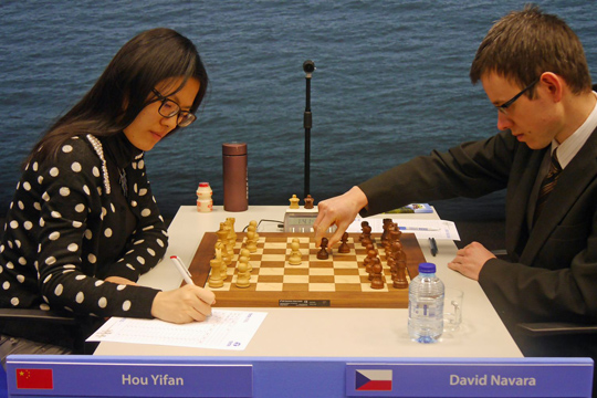 Hou Yifan venció a David Navara
