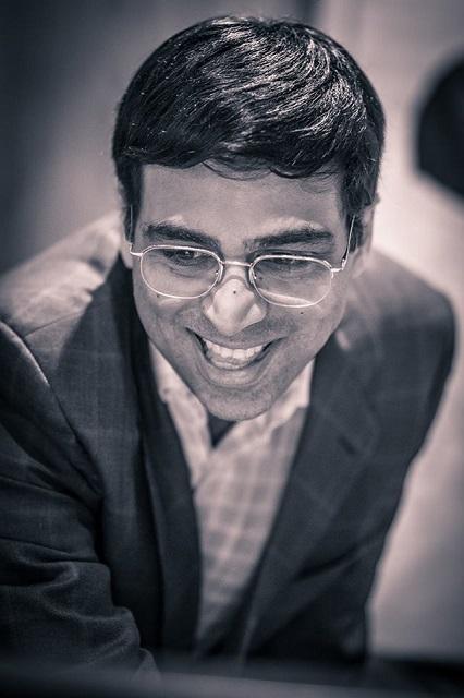 Vishy Anand riendo (foto David Llada)