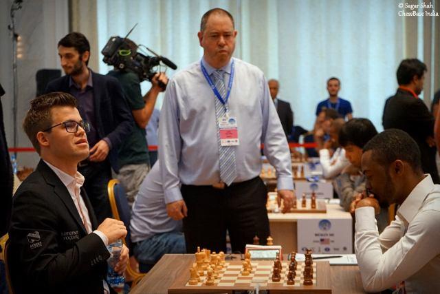 Balogun Oluwafemi jugó la defensa Pirc en respuesta al movimiento inicial de Carlsen, 1.e4