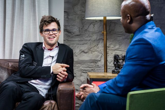 Magnus Carlsen entrevistado por Maurice Ashley